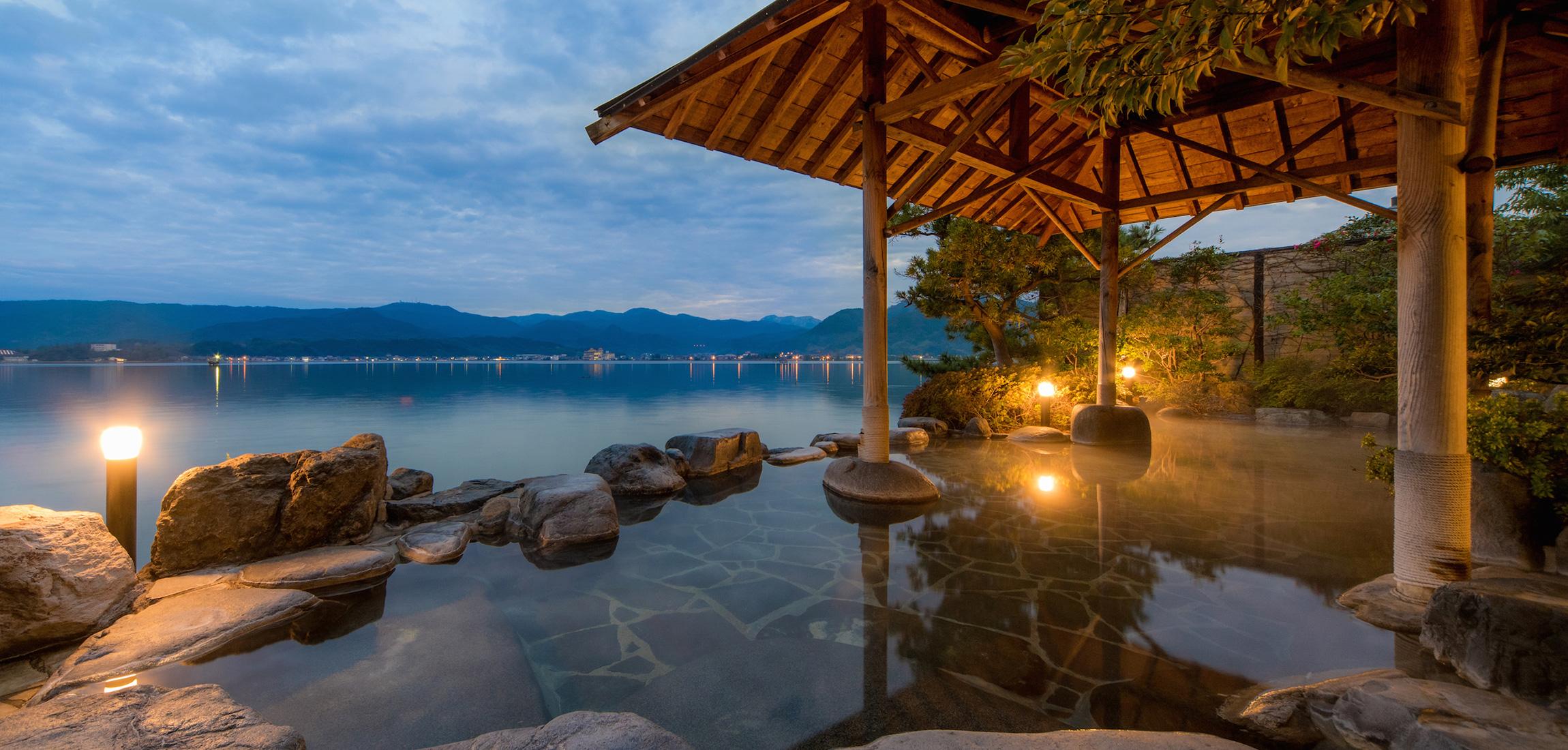 Hawai Onsen, the inn on the lake: \